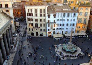 Manifestazione in piazza della Rotonda a Roma